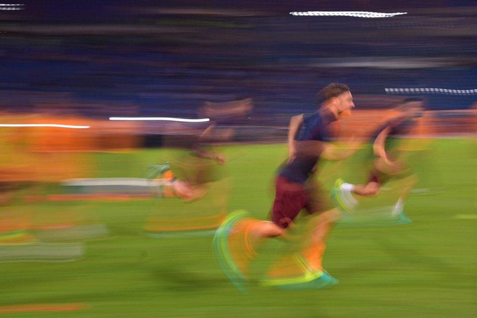roma calcio corsa immagini foto